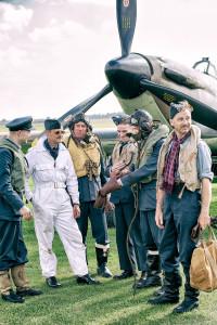 Battle of Britain 75 -ilmailunäytöksen re-enactment -harrastajia elävöittämässä tunnelmaa. Kuva: Jaakko Puuperä