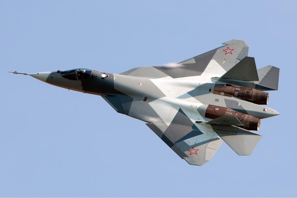 Suhoi T-50 MAKS 2011 -ilmailunäytöksessä. Kuva Alex Beltyukov, CC-lisenssillä
