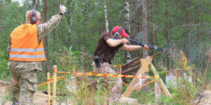 Toiminnallisissa ammuntalajeissa käytetään EU:n kieltolistalla olevia aseita. Kuva: RUL
