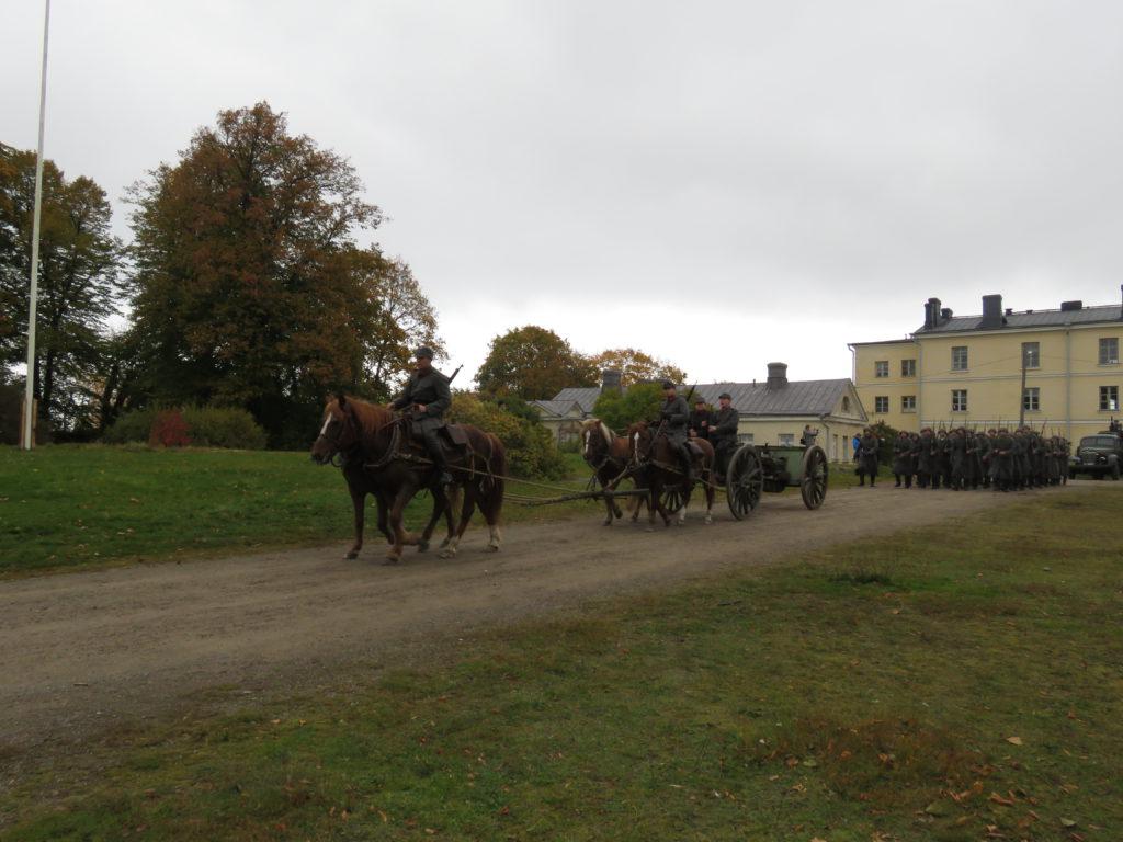 Neljän hevosen valjakon vetämää tykkiä ei enää juurikaan tule vastaan.
