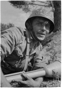 Suomalainen, taistelujen karaisema ja omiin voimiinsa luottava panssaritorjuntamies.