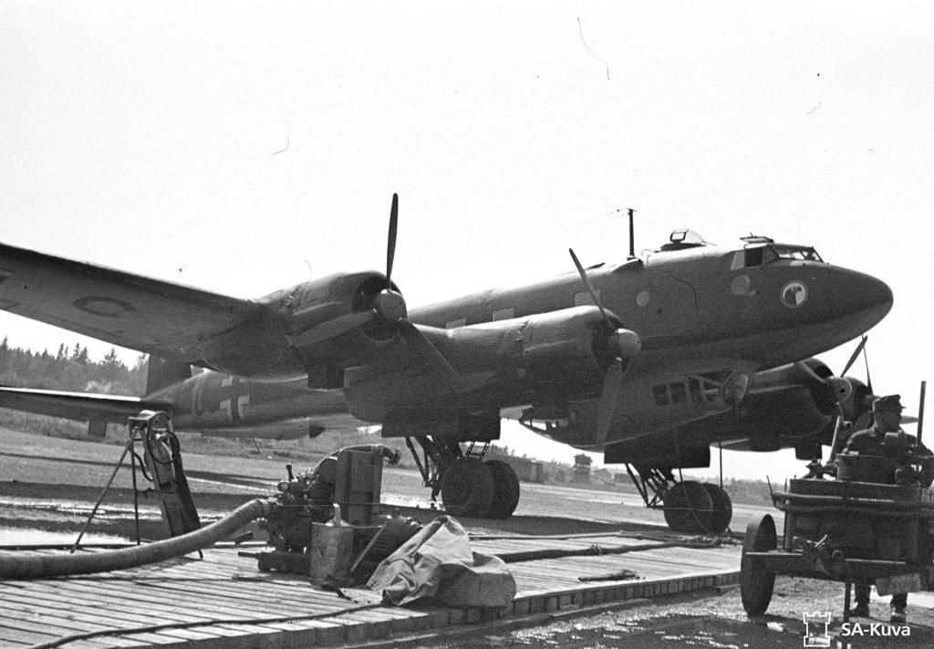 """Eräs aikainsa suurimmista saksalaisista koneista, Focke-Wulf Fw-200 """"Condor"""" Malmilla viimeisenä sotakesänä 1944"""