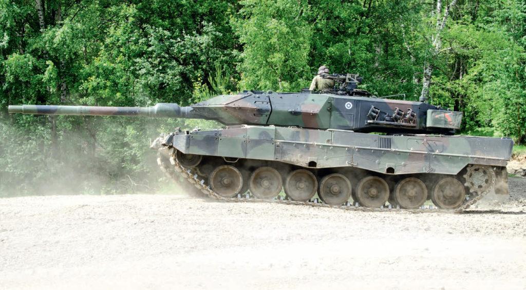 Suomen puolustusvoimien uusi Leopard 2A6 -taistelupanssarivaunu Parolannummella