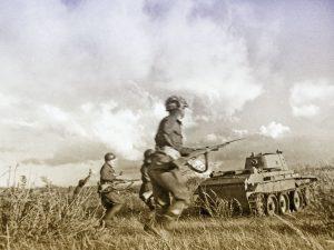Puna-armeijan BT-7 vaunut harjoituksessa vuonna 1939