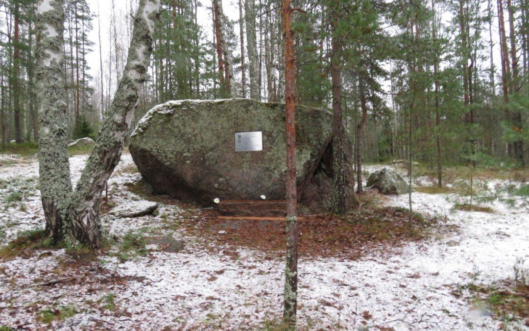 Uusi muistomerkki Tali-Ihantalan polttopisteeseen
