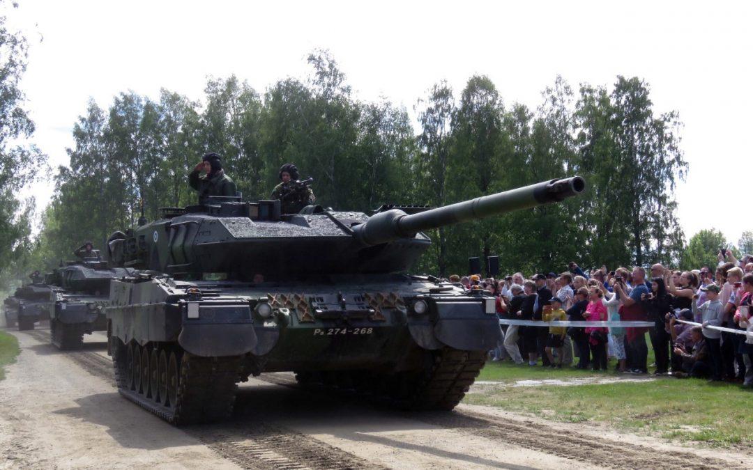 Suomen panssarivaunujoukot 100 vuotta